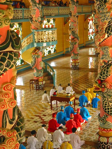 450px-Cao_Dai_temple_(Vietnam)